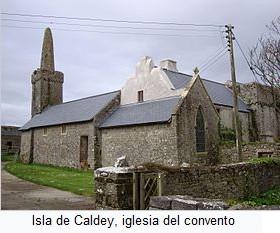 Isla Caldey con la iglesia                   del convento